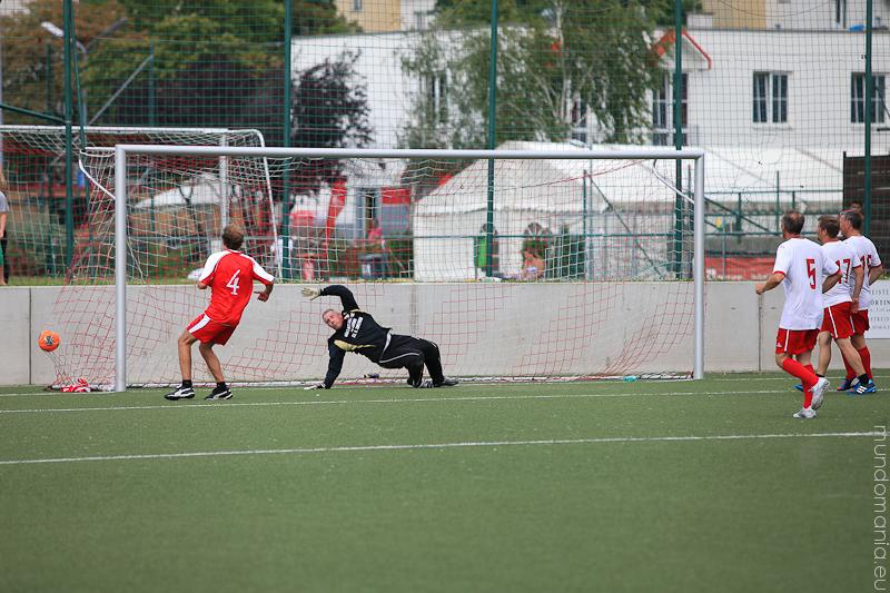 fussball-hat-viel-gesichter-cup2014-promispiel-37-von-55