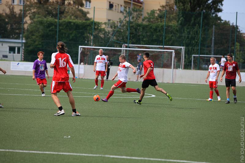 fussball-hat-viel-gesichter-cup2014-promispiel-5-von-55