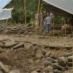 archäologen beim diskutieren